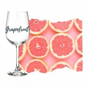 sauvignon-blanc-aromatrik-grapefruit-scheiben-auf-rosa-hintergrund